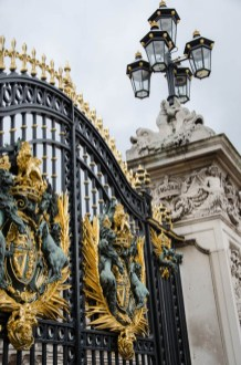 Gate in front of the Buckingham Palace