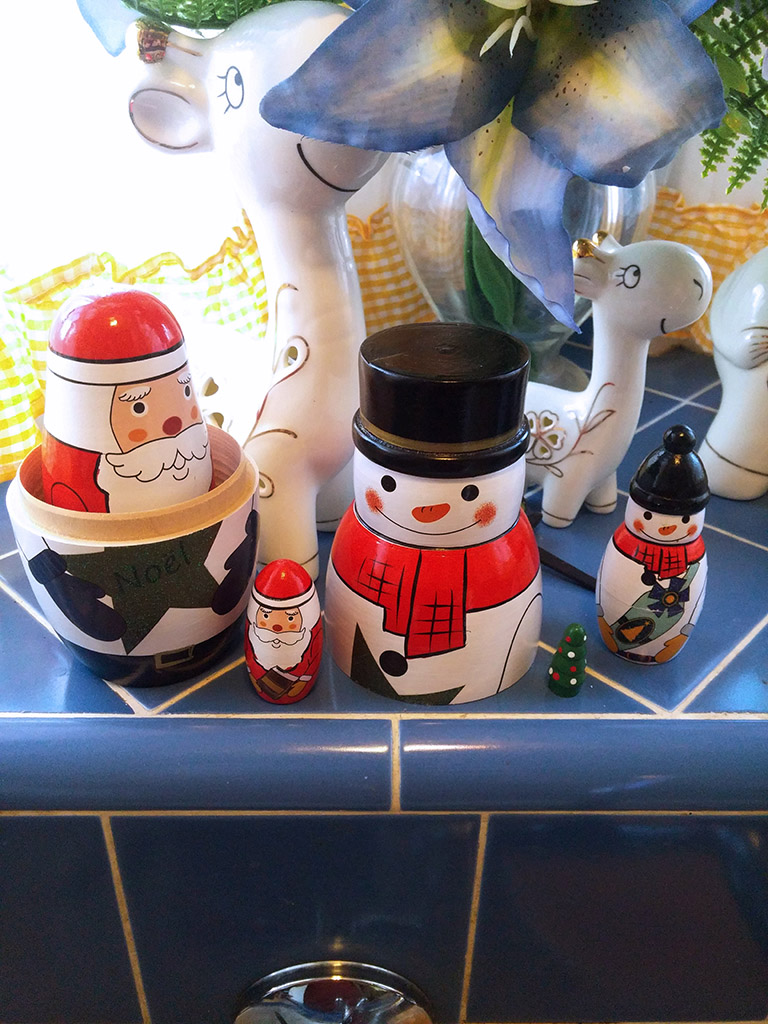 WOVTE Christmas Themed Nesting (Matryoshka) Dolls