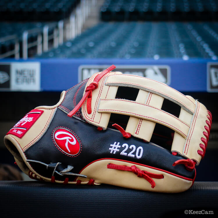 What Pros Wear Bryce Harpers Glove Rawlings PROHARP34 H