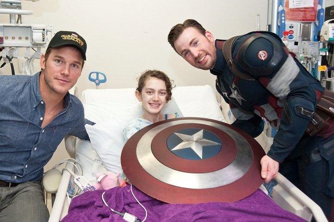 Chris-Pratt-Chris-Evans-Seattle-Children-Hospital (1)