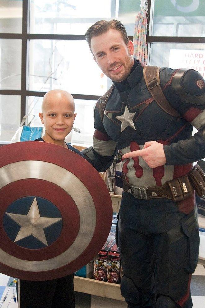 Chris-Pratt-Chris-Evans-Seattle-Children-Hospital