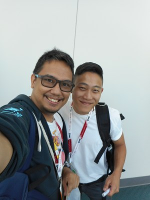 with comic artist Kevin Wada. (c) WAG