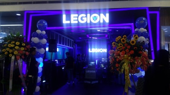 The Lenovo Legion concept store can astonish both newcomer and Lenovo fan alike, as it brandishes the unique sleek yet sophisticated style of Legion's branding.