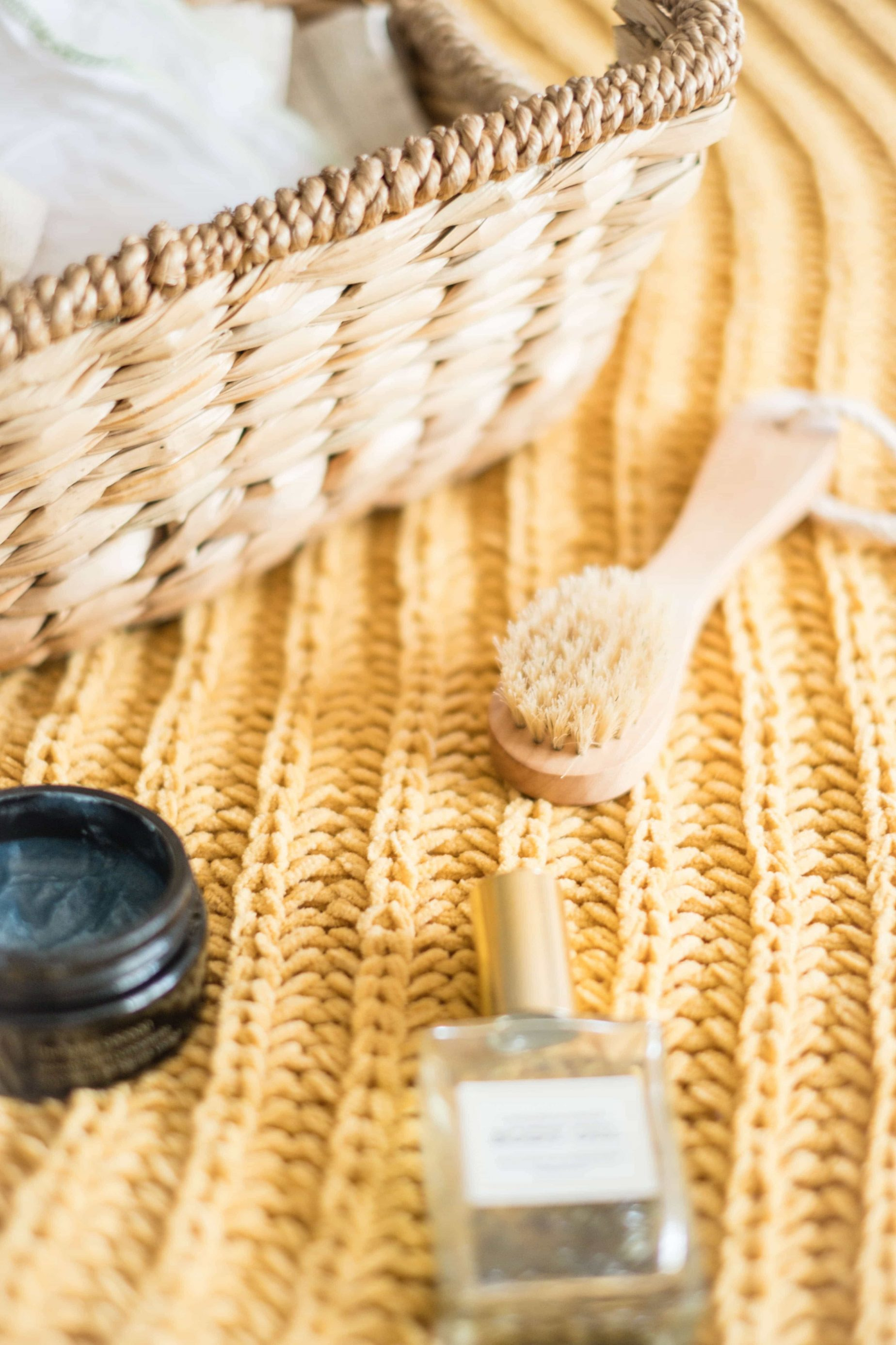 Why You Should Be Dry Brushing Your Skin #whatsavvysaid #ontheblog #wellness #healthyhabits #drybrushing #exfoliate #drybrush #wellnesstips #showerroutine #bodyoil #bodybrush