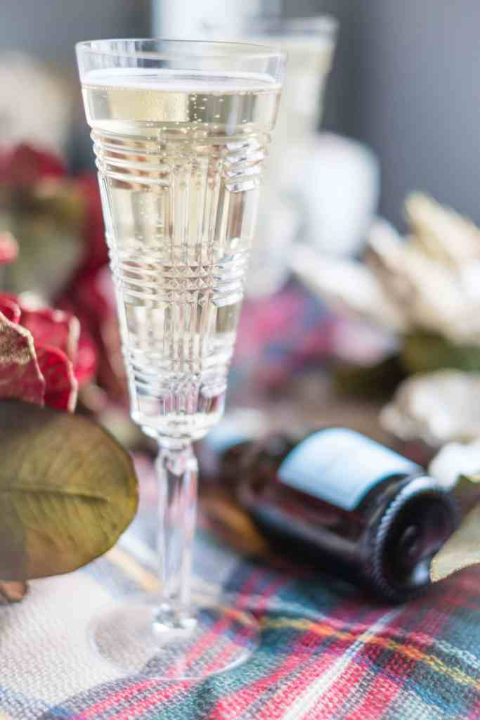 4 Easy, Festive Drinks To Make This Holiday Season #whatsavvysaid #christmas #holidayseason #holidayfood #holidaydrinks #mimosas #applecider #lamarca #prosecco