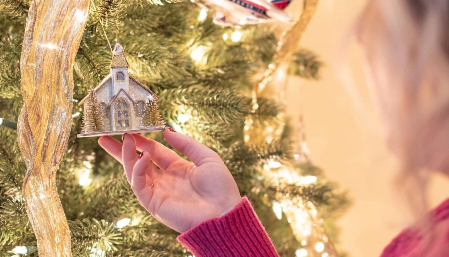 10 Best Subscriptions Boxes To Give This Christmas #whatsavvysaid #giftguide #christmasgifts #subscriptionboxes #christmastree #christmasdecor #holidaydecor #getfestivecover