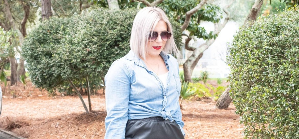 5 Tips For Shopping Your Closet #whatsavvysaid #lifestyle #girlonabudget #curvystyle #shopyourwardrobe #watercolor #winterfashion #redlip