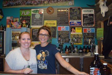 Chelsea & Leanne wlcm u to @arrowheadbrew, 1 of BC's most fotogenic tasting rooms. 10 ace beers on tap