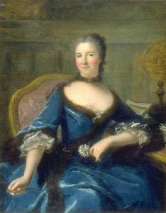 A woman in 18th century dress with grey powdered hair with a blue dress with brown fur trim