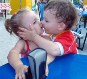 cute_babies_sweet_kiss_photos_pictures_images_wallpapers