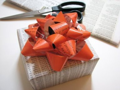 magazine-gift-bow-wrapping-paper