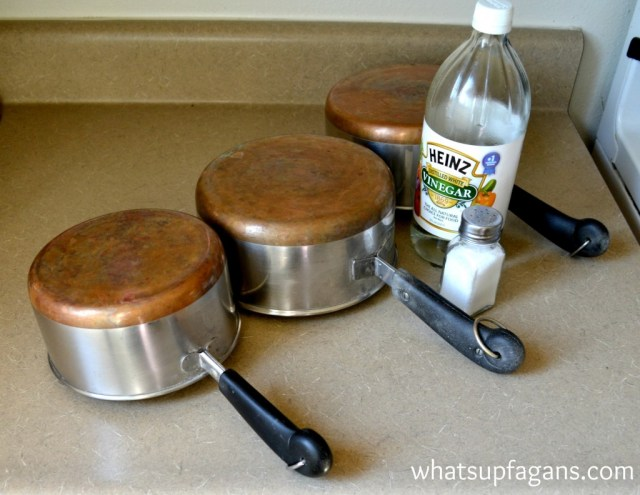 How to clean copper pots bottoms with vinegar and salt. So easy! | whatsupfagans.com