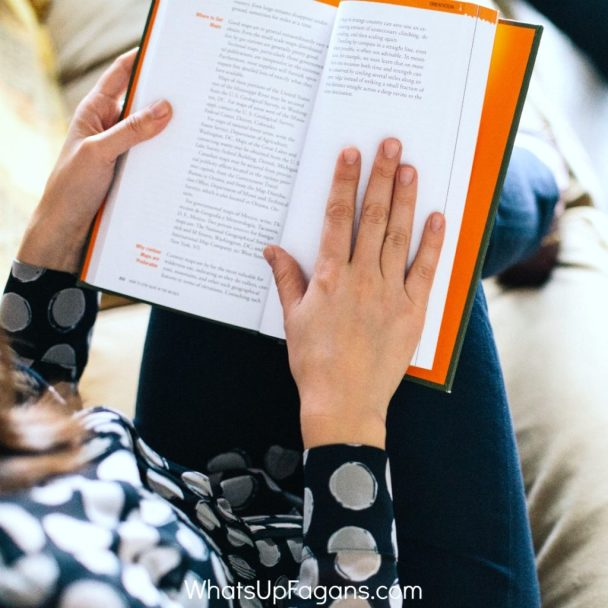 how moms make time to read while busy with kids