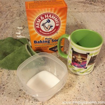 clean coffee cups with baking soda