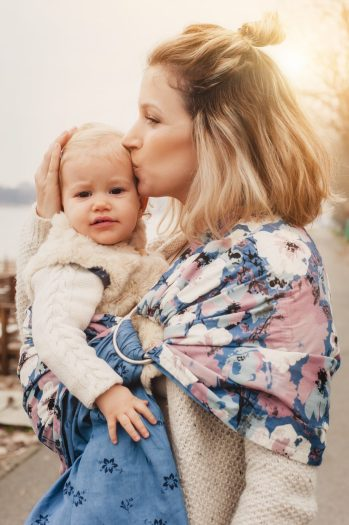 best baby carriers for newborns - ring sling