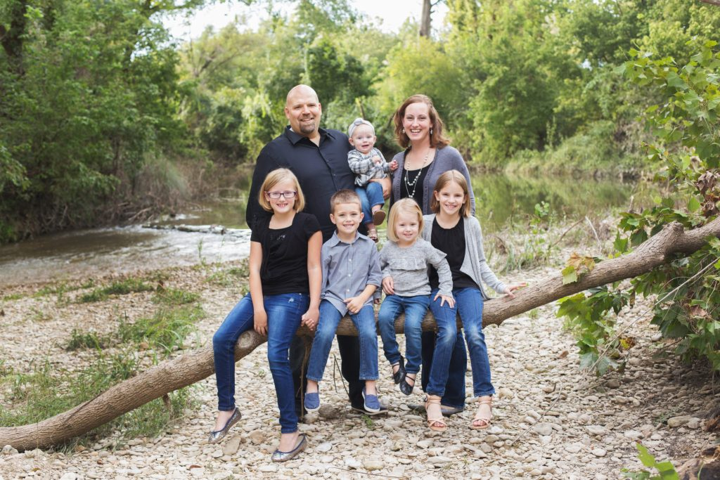 Family picture and outdoor family pictures of mom, dad, and five young children, including twins and a baby. Enjoy the tips for outdoor family photos and family Christmas photos.