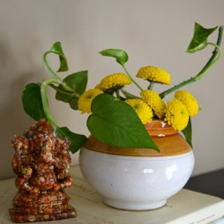 simple flower arrangements, decorating with grocery store flowers
