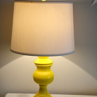 spray paint lamp makeover, thrift store lamp makeover, yellow lamp, lamp redo