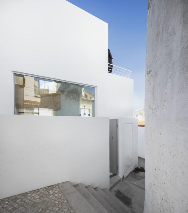 Casa dos Abraços, Portugal