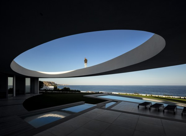 Casa Elíptica, Portugal