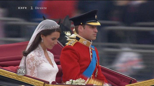 A Perfect Princess Moment | Image via aka Jens Rost on Twitter
