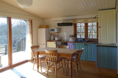 Honeysuckle-Lodge-Wheatland-Farm-Devon-Eco-Lodge-kitchen18