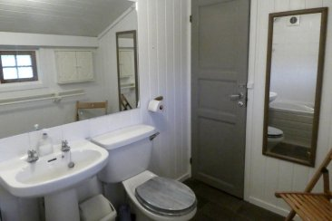 A proper bathroom, with full sized bath