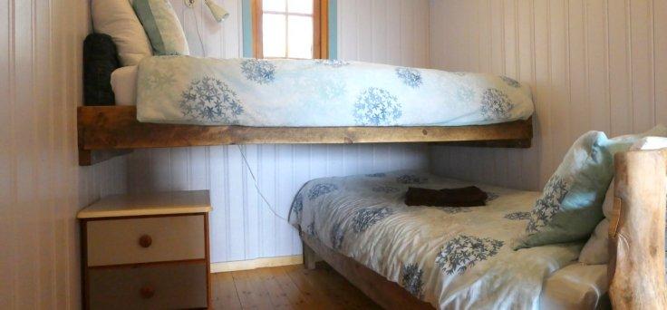 honeysuckle-lodge-bunk-room-wide-wheatland-farm-devon-eco-lodge