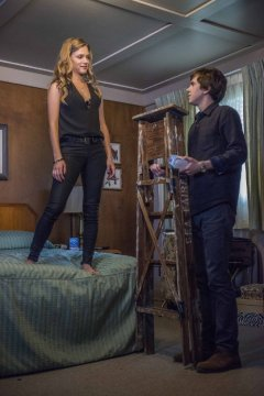 Bates Motel 3.01 Death in the Family lighthelp