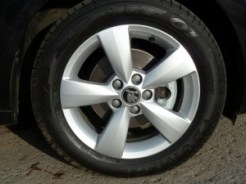 These five spoke 'Carme' sports wheels are part of the SE specification.