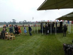 Always, at Goodwood events, expect to be surprised and delighted at every turn… Here, on the Goodwood turf, our correspondent found a group of 1950s-style lady singers, plus enthusiastic dancers.