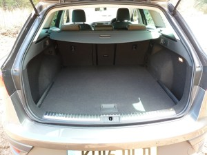The well-thought-out load compartment includes a retractable luggage cover that can be kept in the vehicle at all times, a storage 'bin' on each side, a 'hatch' through the rear seat to accommodate long items when required, and a 12 volt socket. In addition, the boot's floor height can be lowered to increase load capacity. What a splendid set-up this is!!