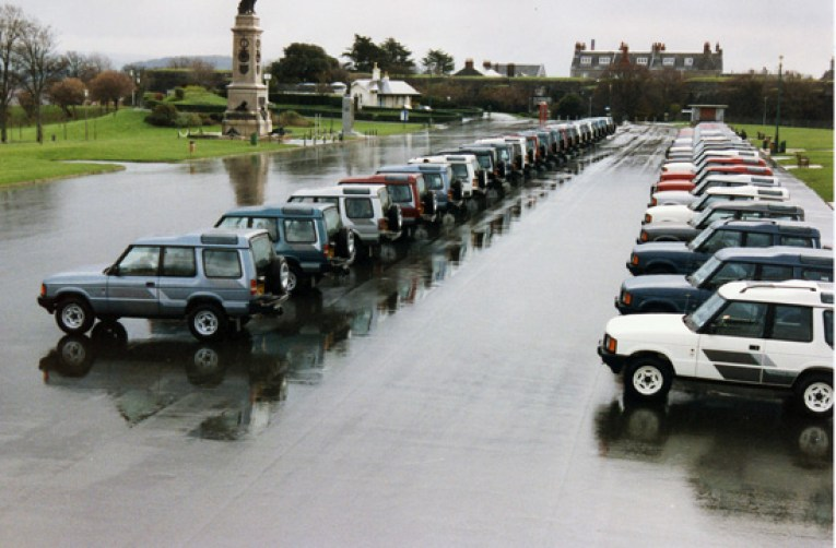 New Discoverys lined up at a rain-soaked Plymouth Hoe, when the model was launched in October 1989. Our man Dave Moss was there and remembers the event very well. (Photo courtesy Land Rover).
