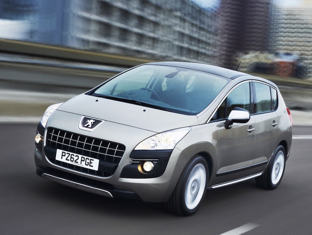 Peugeot 3008 Crossover Low res. side front action