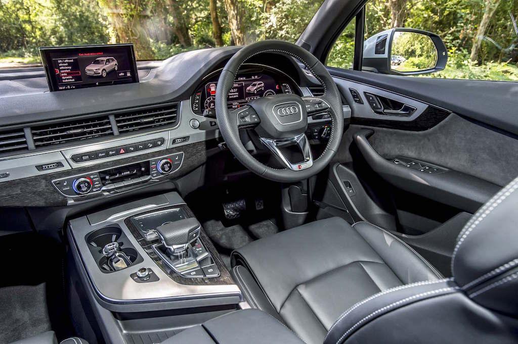 Audi Q7 cockpit copy