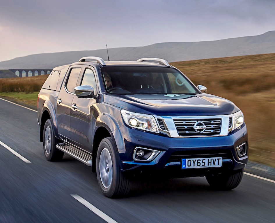 Nissan Navara Double Cab with canopy front side action copy