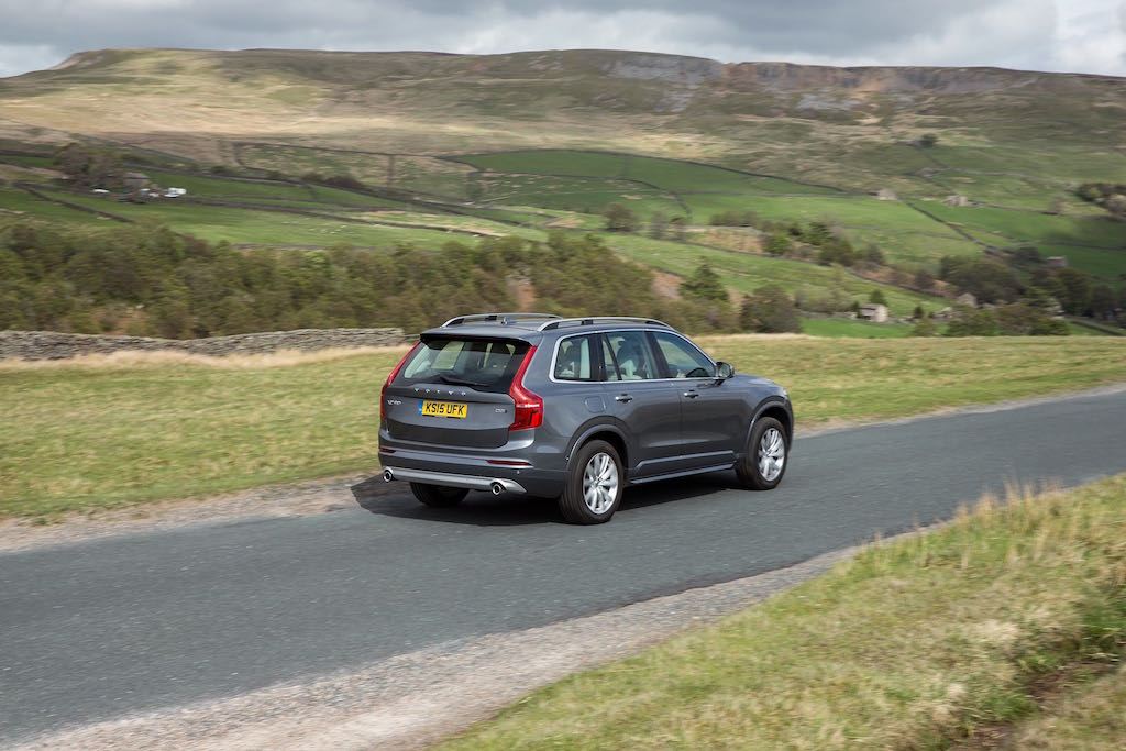 Rear, dynamic image of the all-new Volvo XC90 in Osmium Grey