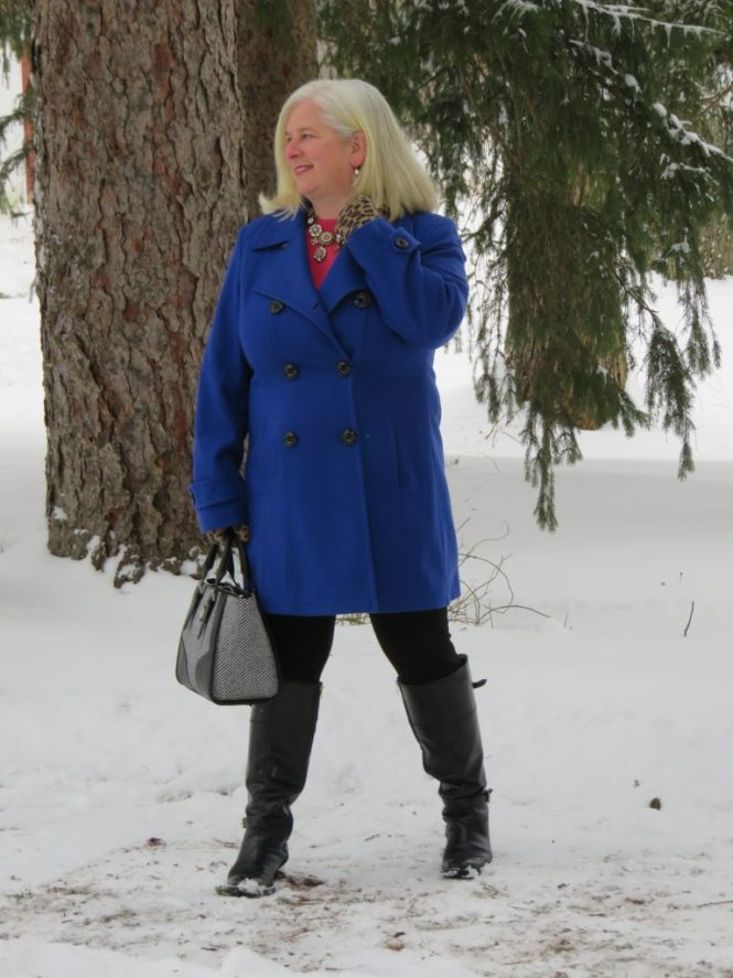 A winter coat to fit a big bust - www.whenthegirlsrule.com