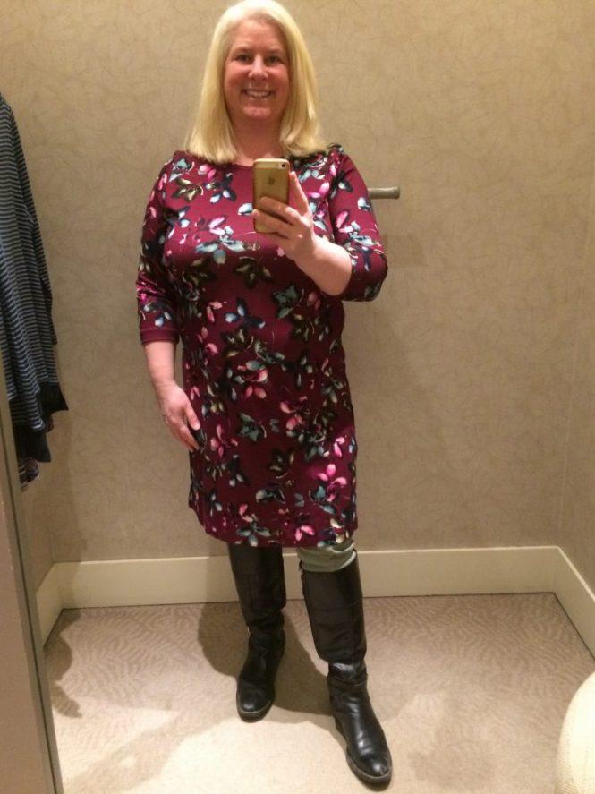 Flattering Dress - www.whenthegirlsrule.com
