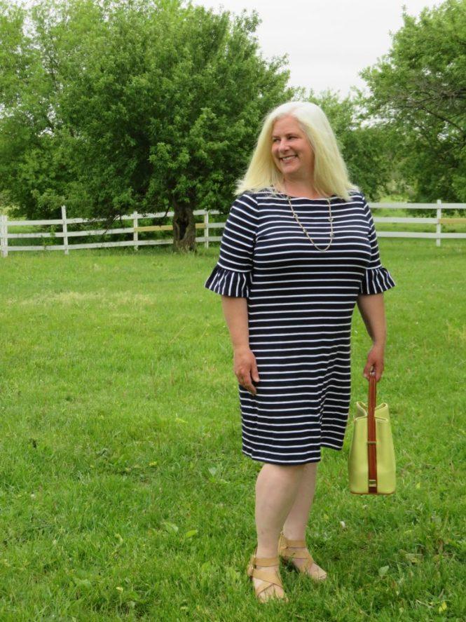 Perfect dress for a graduation open house for apple-shaped women! - www.whenthegirlsrule.com