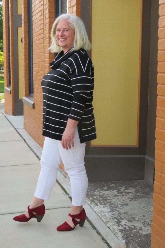 Top for a big-bust and apple shape! | www.whenthegirlsrule.com