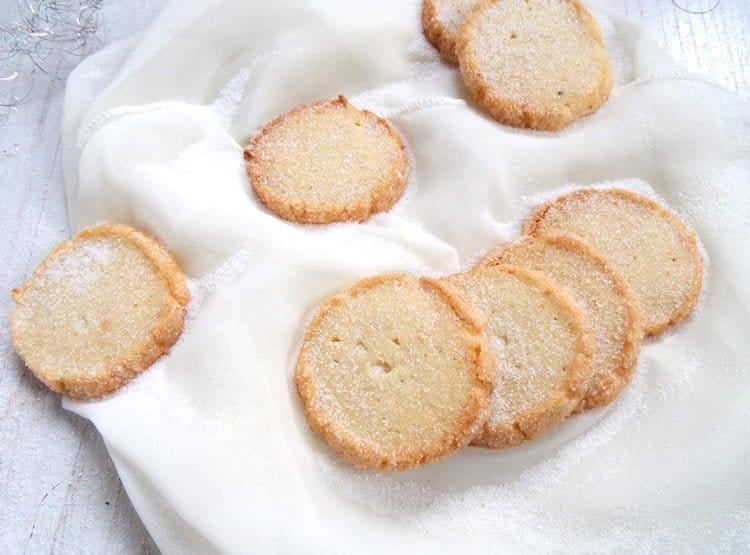heidesand cookies fg Vanilla Crescents with Hazelnuts – Austrian Vanillekipferl