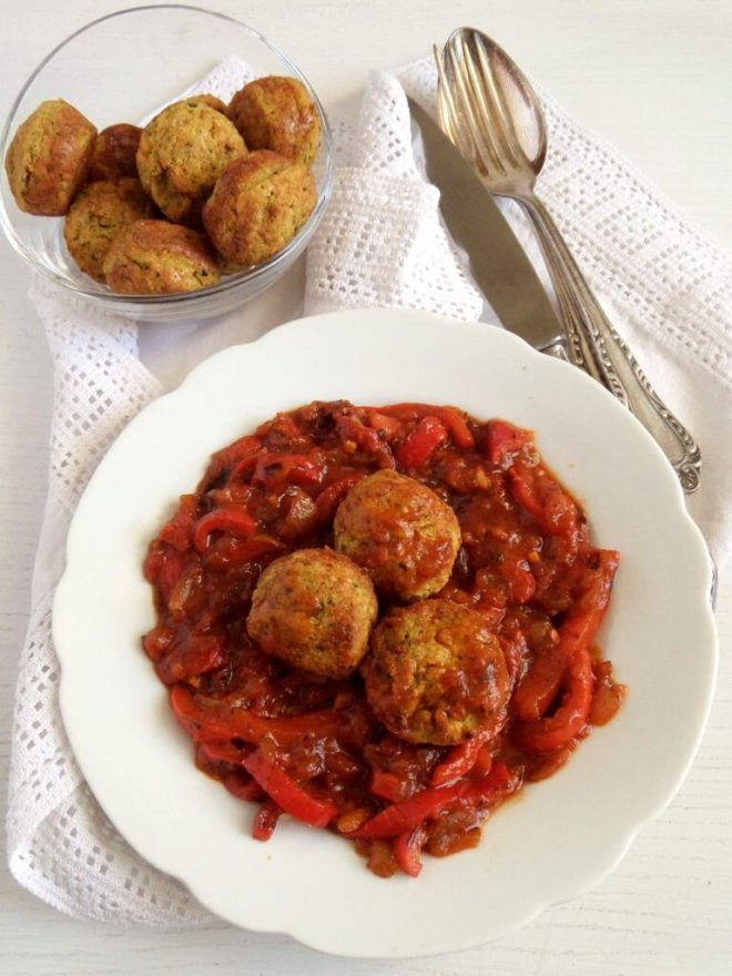 veggie meatballs pepper sau 768x1024 Veggie and Chickpea Meatballs