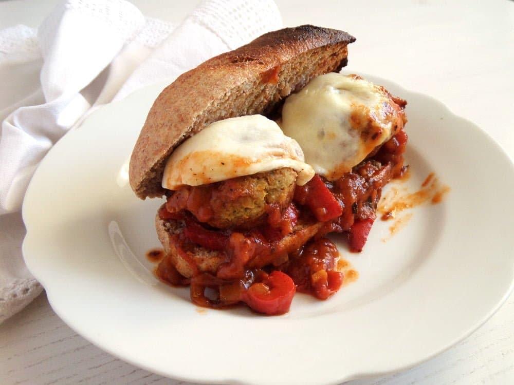 veggie meatballs tomato sau Veggie and Chickpea Meatballs