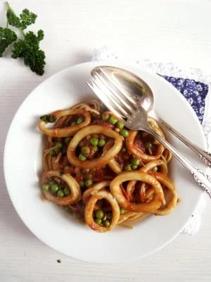 spaghetti with calamari 300x400 Spaghetti with Calamari and Peas with Tomato Sauce