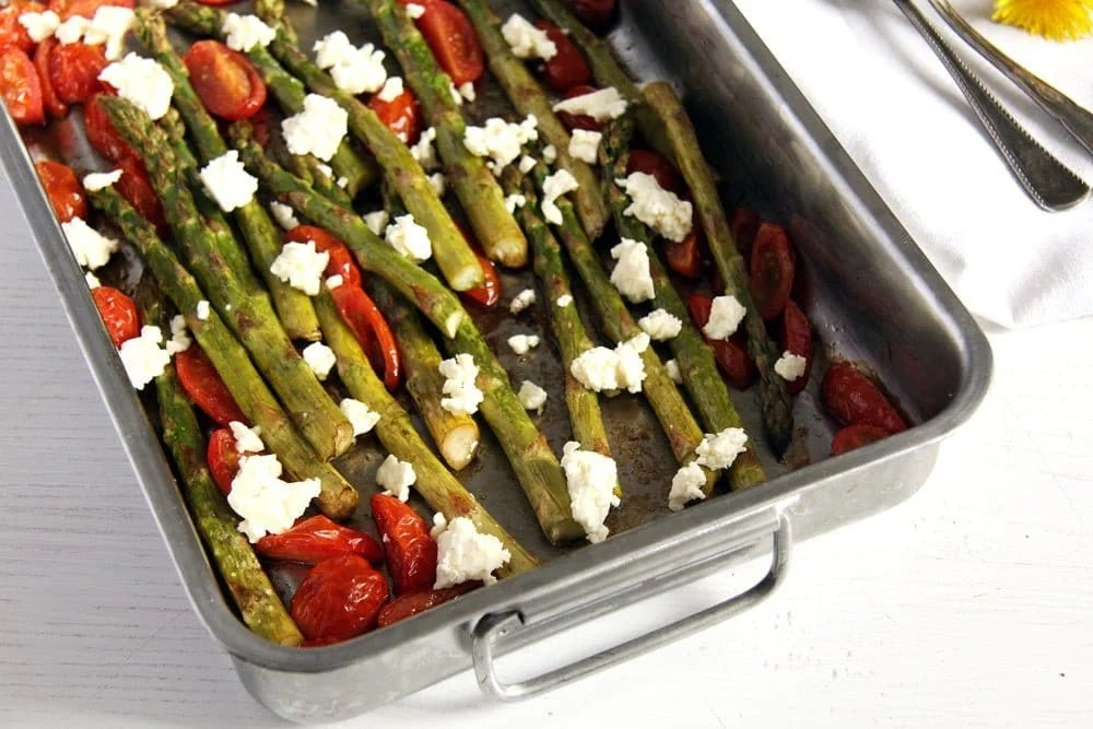 asparagus roasted Basic Roasted Green Asparagus with Tomatoes and Feta