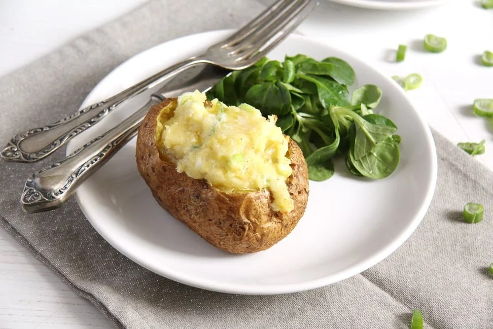 jacket potatoes Easy Jacket Potatoes with Cheese and Scallions
