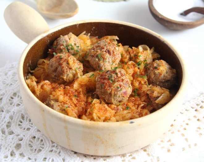 Sauerkraut with Meat Dumplings