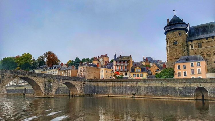 the mayenne region department france pays de la loire where is tara