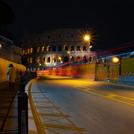 Roma, vista notturna del Colosseo